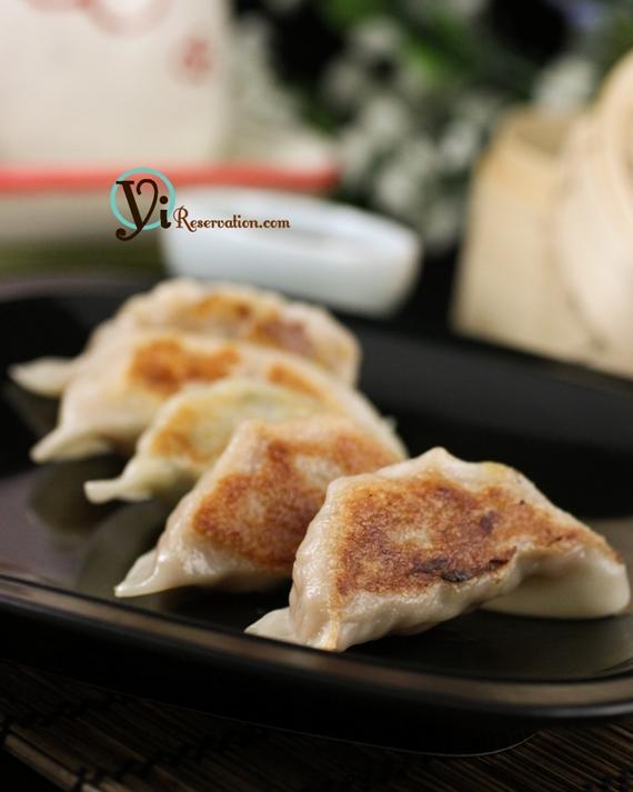 Potstickers (Fried Dumplings) 鍋貼