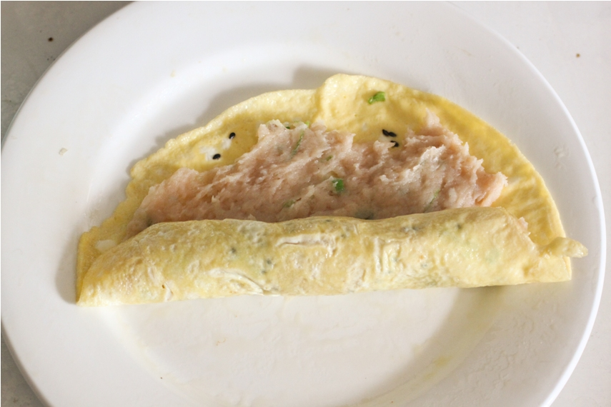 Steamed Chicken Omelette Roll 雞蛋卷