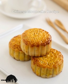 {Recipe} Mooncake with Salted Egg Yolk and Lotus Seed Paste