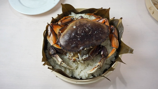 cantonese steamed crab over glutinous (sticky) rice