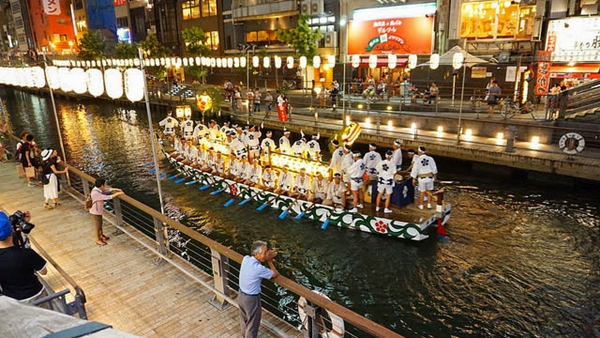 Food and travel guide Osaka Japan - Dotonbori