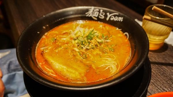 Food and travel guide Osaka Japan - Ramen Kamitora 麺's room 神虎