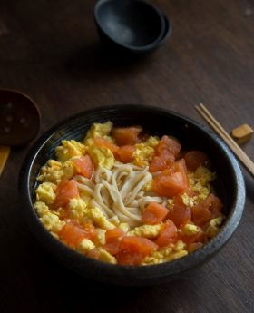 How to make Chinese tomato egg noodles
